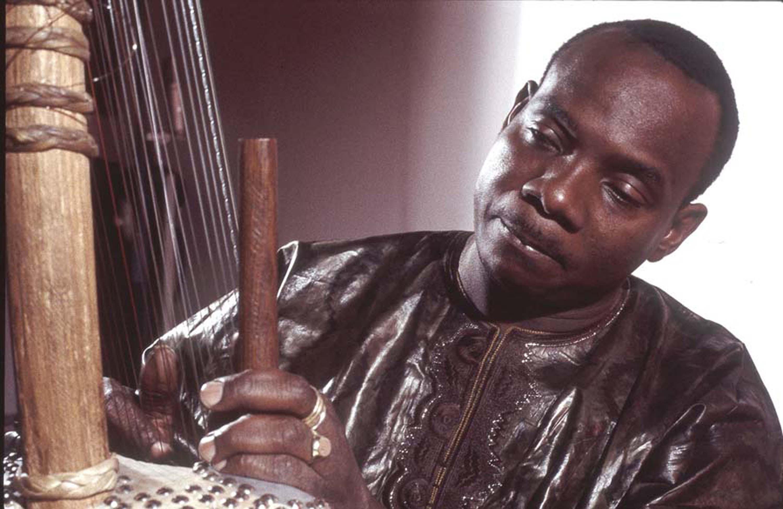 Toumani Diabaté's Symmetric Orchestra - Boulevard De L'Independance