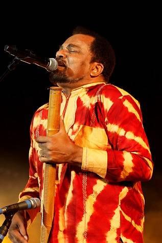 bonga en concert au mans et la courneuve concerts africavivre. Black Bedroom Furniture Sets. Home Design Ideas